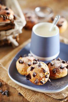 La chouquette peut aussi être réalisée avec des pépites de chocolat à la place du sucre en grains. Habituellement, je ne sucre pas la pâte à choux. Les gra