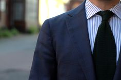 Blue suit with a bottle green knitted tie - details.