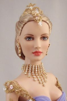 Rhinestone and gold bib necklace and dangle earrings jewelry set - Sweetheart Style - Sweetheart Style with restyled hair Barbie Hair, Barbie Dress, Barbie Clothes, Beautiful Barbie Dolls, Pretty Dolls, Accessoires Barbie, Manequin, Barbie Mode, Glamour Dolls