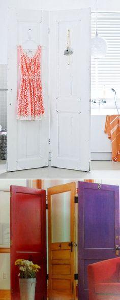 Un biombo con puertas reutilizadas