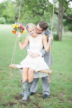 How darling is this country-chic wedding day?