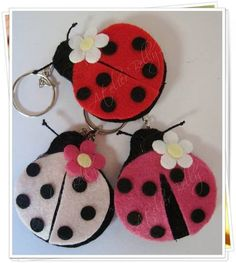 Kit - 20 Ladybug Keychains or Magnets Source by Ladybug Felt, Ladybug Crafts, Felt Crafts Diy, Crafts For Kids, Felt Keychain, Keychains, Felt Decorations, Felt Patterns, Felt Fabric
