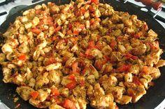 Saçta Tavuk Sote Tarifi Turkish Chicken, Easy Sesame Chicken, Turkish Recipes, Ethnic Recipes, Summer Chicken Recipes, Iftar, Stuffed Whole Chicken, Fried Rice, Food And Drink