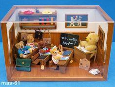 STEIFF TEDDYBÄREN SCHULE TEDDYBEAR-WORKSHOP DORFSCHULE MÖBEL + ACCESSOIRES   eBay