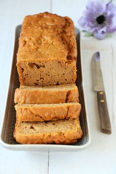 Zoete aardappelbrood met yoghurt - Mind Your Feed Healthy Sweets, Healthy Baking, Baking Recipes, Snack Recipes, Good Food, Yummy Food, Sweets Cake, Breakfast Cake, Diy Food