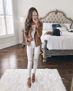 42 beautiful white pants outfit ideas for the fall that will make you look elegant Cute Fall Outfits, Preppy Outfits, Fall Fashion Outfits, Fall Winter Outfits, Autumn Winter Fashion, Spring Outfits, Fashion Trends, Girly Outfits, Fashion Clothes