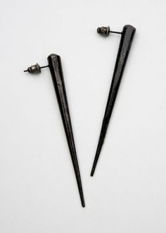 single spike earrings by chrishabana. Cool way to get to wear the tapers your stretched ears can't wear any Soft Grunge, Jewelry Accessories, Jewelry Design, Fashion Accessories, Gothic, Or Noir, Dark Fashion, Metal Fashion, Women's Fashion