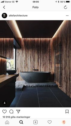 Snyggt med en sten under badkaret. Fin detalj