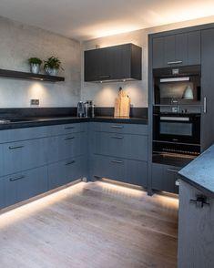 Modern Farmhouse Kitchens, Farmhouse Kitchen Decor, Galley Kitchen Remodel, Wire Shelving, Studio Apartment, New Kitchen, Kitchen Design, New Homes, Kitchen Cabinets