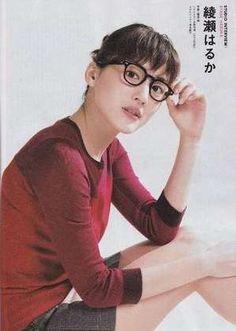 芸能人が使用しているメガネ一覧! 眼鏡をかけた男性女性芸能人。テレビや雑誌などで活躍する有名人や芸能人の愛用メガネをご紹介。お気に入りの有名人眼鏡がきっと見つかる!!!