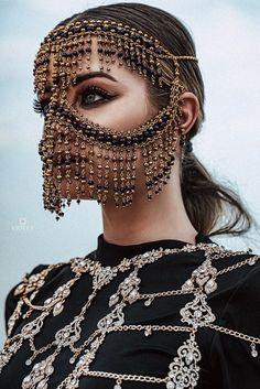 Tribal Face Chain Golden Regina, Burka-Gesichtsmaske - k Cara Tribal, Tribal Face, Face Jewellery, Body Jewelry, Jewelry Shop, Head Jewelry, Vintage Jewellery, Antique Jewelry, Jewelry Accessories