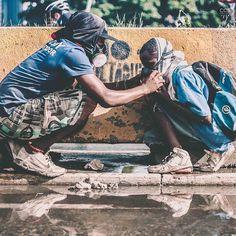 Te presentamos la selección: <<FOTO DEL DÍA>> en Caracas Entre Calles. #Caracas #Documentary #22J ============================  F O T Ó G R A F O  >> @enphoque Visiten su galería ============================ SELECCIÓN @mahenriquezm TAG #CCS_EntreCalles ================ Team: @ginamoca @luisrhostos @mahenriquezm @teresitacc @floriannabd ================ #SOSVenezuela #Venezuela #Instavenezuela #Gf_Venezuela #Ig_Venezuela #IgersMiranda #InstaloVenezuela #Ig_Caracas_ #Instapro_Ve…