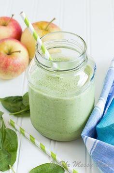 Фото к рецепту: Яблочно-банановый зеленый смузи