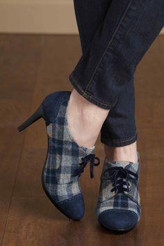 Plaid oxford heels look cute with denim! #johnstonmurphy