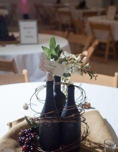 centrotavola matrimonio tema vino con bottiglie