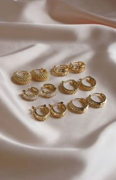 Petite Fashion Tips .Petite Fashion Tips Ear Jewelry, Cute Jewelry, Gold Jewelry, Vintage Jewelry, Jewelry Accessories, Jewelry Design, Women Jewelry, Gold Earrings Designs, Necklace Designs