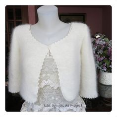 CHAQUETA DE ANGORA: NUEVO MODELO PARA NOVIA Cozy Wedding, Wedding Cape, Wedding Shawl, Wedding Cardigan, Bridal Bolero, Sweater Hat, Recycled Sweaters, Crochet Wedding, Angora