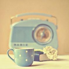 retro radio in blue Vintage Soul, Style Vintage, Vintage Girls, Retro Vintage, Vintage Kitchen, Vintage Inspired, Retro Radios, Estilo Retro, Retro Fashion