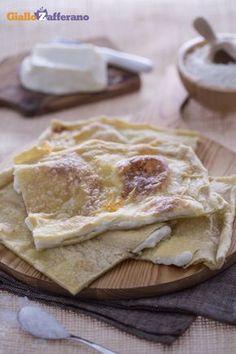 Focaccia col Formaggio (di Recco, Liguria) (http://ricette.giallozafferano.it/Focaccia-col-formaggio.html)