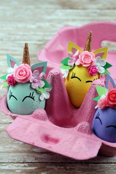 Make these unicorn eggs as a party activity or use them to decorate your unicorn party. A sweet unicorn bday party idea. Egg Crafts, Easter Crafts, Crafts For Kids, Unicorn Themed Birthday Party, Unicorn Party, Funny Easter Eggs, Unicorn Egg, Easter Egg Designs, Diy Easter Decorations