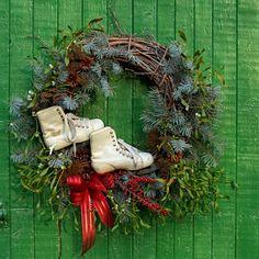Pikczer For Ticzer: Szczęsliwego Nowego Roku ! grapewine New Year wreath with skates