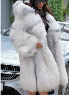 For fans of urban fashion , the hats which they wear, they become part of freedom expression in dressing. Fans of urban fashion , especially Long Fur Coat, White Fur Coat, Fur Coats, Winter Trends, Winter Ideas, Fur Fashion, Fasion, Style Fashion, Fabulous Furs