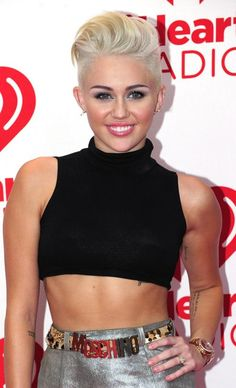 Miley Cyrus Photos - Singer Miley Cyrus poses in the press room at the iHeartRadio Music Festival at the MGM Grand Garden Arena September 2012 in Las Vegas, Nevada. Miley Cyrus 2012, Miley Cyrus Show, Miley Cyrus Short Hair, Miley Tattoos, Red Carpet Looks, Celebs, Celebrities, Cut And Color, Short Hair Styles