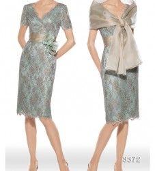 Vestido de madrina modelo 3372 | colección 2014 Teresa Ripoll | confeccionado en chantilly dorado con fondo de organza verde agua. Cinturón con detalle floral