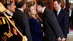 Rajoy (el gran macho alfa. Como no, el se enfrenta solo, cual dueño de la selva, a todas las fieras del congreso) enfría las peticiones de todos los partidos para modificar la Constitución