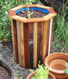 Creative DIY Garden Containers and Planters from Recycled Materials --> DIY Plastic Barrel Planter Plastic Barrel Planter, Wood Planter Box, Wooden Planters, Planter Ideas, Railing Planters, Diy Drums, Diy Planters Outdoor, 55 Gallon Drum, Garden Tool Storage