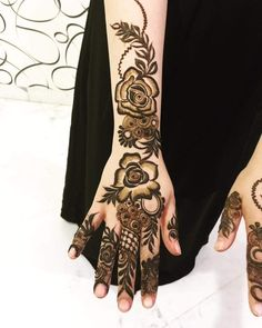 Latest Henna Designs, Unique Mehndi Designs, Arabic Mehndi Designs, Bridal Mehndi Designs, Mehndi Designs For Hands, Henna Tattoo Designs, Mehndi Desing, Legs Mehndi Design, Mehndi Design Pictures