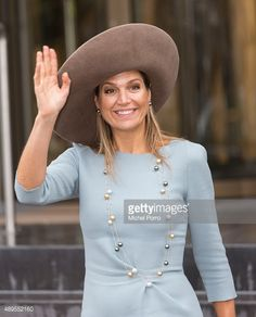 queen-maxima-of-the-netherlands-leaves-after-opening-the-new-visitor-picture-id489552160 (479×594)