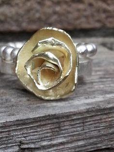 Idylliz; Gouden roos. Pareldraadring.