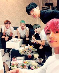 "160912 Twitter Update - ""#남준생일ᄎᄏ  사랑해 우리리더"" - Trans: #NamjoonHappy day I love…"