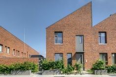 Bakers Architecten BNA BV (Project) - Droo-Zuid fase 1 - PhotoID #311321 - architectenweb.nl Brick Architecture, Residential Complex, Social Housing, Brick Block, Building Facade, Urban Planning, Urban Design, Townhouse, Houses