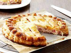 Découvrez la recette Tourte jambon-fromage sur cuisineactuelle.fr.