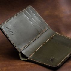 Olive and brown is a killer combo. Credit Card Wallet, Out Of Style, Leather Accessories, Leather Craft, Leather Wallet, Compact, Im Not Perfect, Take That, Pocket