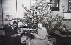 A RETRO CHRISTMAS - Retro Christmas Memories Begin Here - website that preserves Christmases past.
