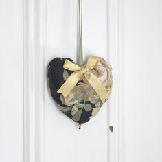 Fabric heart to hang Ashley Ornament Door hanger Gift Victorian Decoration Forest green Gold de la boutique ChristineGrenier sur Etsy