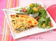 Quiche aux légumes et pâte brisée sans gluten - La pâte brisée sans gluten (plat à tarte de 25 cm de diamètre)  60 g de farine de riz complet  60 g de farine de sarrasin  2 c. à s. d'huile d'olive  6 cl de lait végétal 1/2 c. à c. de poudre a lever sans gluten - La garniture  1 pomme de terre  1 petite courgette  1/4 de poivron rouge ou quelques morceaux de tomates séchées  3 œufs  10 cl de crème végétale liquide  quelques feuilles de basilic ou 2 pincées de graines de cumi