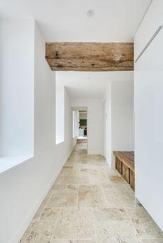 Modern Rustic Homes, Rustic Home Design, Travertine Floors, Stone Flooring, Seaside Apartment, Greek Decor, Spanish Interior, Interior Architecture, Interior Design