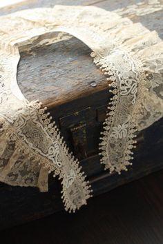 antique lace tippet