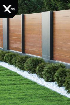 Modern aluminum fence from Xcel. // Horizon Massive Moderner Al Horizon Massive. Modern aluminum fence from Xcel. // Horizon Massive Modern Al - Fence Landscaping, Backyard Fences, Backyard House, Backyard Privacy, Modern Fence Design, Modern Wood Fence, House Fence Design, Wooden Fences, Wood Fence Design