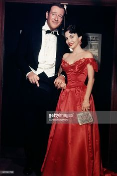 American actor John Wayne and his third wife Pilar Palette Wayne. Get premium, high resolution news photos at Getty Images Hollywood Couples, Vintage Hollywood, Hollywood Glamour, Hollywood Stars, Classic Hollywood, John Wayne Wife, Clint Walker, John Wayne Movies, Showgirls