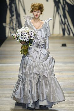 Andreas Kronthaler for Vivienne Westwood Fall 2006 Ready-to-Wear Fashion Show Bridal Boudoir, Bridal Gowns, Wedding Gowns, Wedding Flowers, Beautiful Gowns, Beautiful Outfits, Beautiful Clothes, Beautiful Things, Vivienne Westwood Wedding Dress
