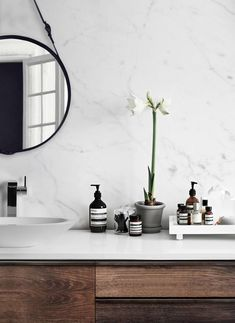 Only Deco Love: Tip for a Quick Bathroom Makeover // light and airy bathroom, natural light, clean neutral colors, bathroom inspiration Bad Inspiration, Bathroom Inspiration, Interior Design Inspiration, Bathroom Ideas, Bathroom Hacks, Bathroom Goals, Design Ideas, Bathroom Makeovers, Bathroom Cleaning
