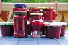 Pflaumenmarmelade mit Rotwein und Zimt To generate vino, the actual grapes usually are first farmed Homemade Cake Recipes, Jam Recipes, Chef Recipes, Drink Recipes, Healthy Eating Tips, Healthy Nutrition, Chutneys, Vegan Sweets, Vegan Desserts