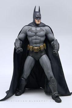 """Review 1: Hot Toys VGM """"Batman: Arkham City"""" 1/6th scale Batman 12"""" Collectible Action Figure"""