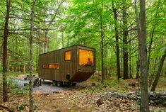 「Getaway」は、森の中で快適に過ごせるタイニーハウスを、なんとレンタルできるプロジェクト。ベッドにシャワー、トイレ、ストーブなどなど必要なものはすべて揃っていて、都心から2時間弱ほどのところにあります。