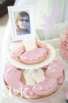 http://aandklollybuffet.com/2013/12/08/6th-birthday-pink-and-blue-ballerina-dessert-buffet/